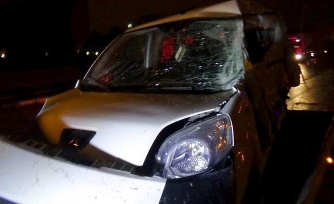 Yolcu otobüsü ile kamyonet çarpıştı: 2 ölü