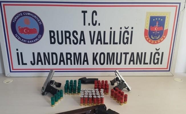 Bursa'da çalıntı silahlarla yakalandılar
