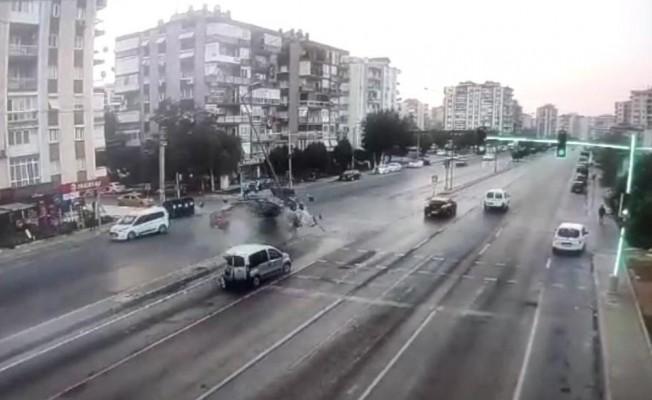 Ne olduğunu anlamadı, kazada şoka giren sürücü böyle kaçtı