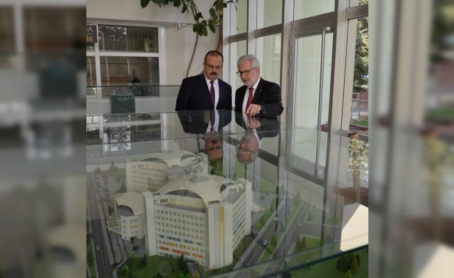 Vali Canbolat'a BUÜ'nün projeleri anlatıldı