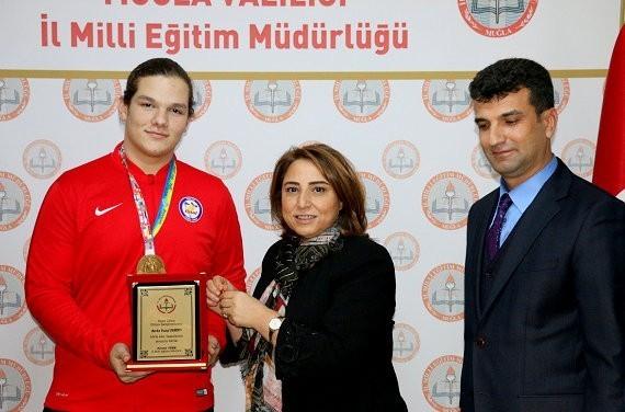 Dünya şampiyonu öğrenci Muğla'da ödüllendirildi