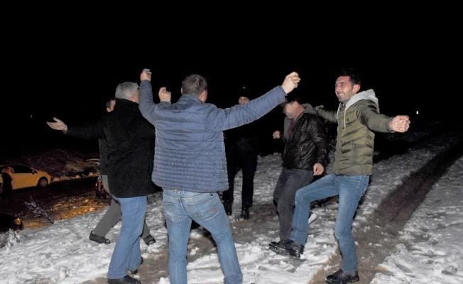 Muğlalılar kar yağışını 'Kerimoğlu' oyunu ile karşıladı