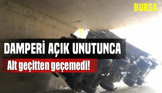 Bursa'da damperi açık unutulan kamyon alt geçide takıldı