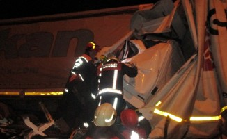 İki kamyon ile tır birbirine girdi: 1 ölü, 2 yaralı