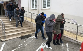 Bursa'da çaldıkları paraları uyuşturucuya yatırdılar