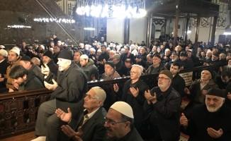Bursa'da yüzlerce kişi Ulu Camiye akın etti!