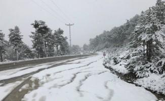 Bursa'nın dağ ilçesi beyazlara büründü