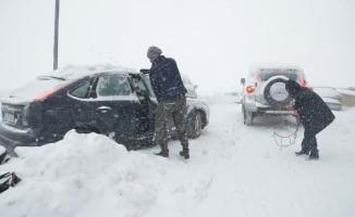 Uludağ'da hayat felç oldu! Tatilciler yollarda kaldı!