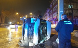 Başkent'te personel servisi devrildi: 3 yaralı