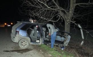 Bursa'da otomobil ağaca çarptı! 1 ölü, 1 yaralı