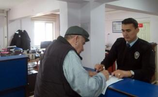 Bursalı hacı adayları pasaport için emniyete akın etti