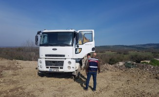 Bursa'da boş araziye inşaat atığı döküyordu! Suçüstü yakalandı