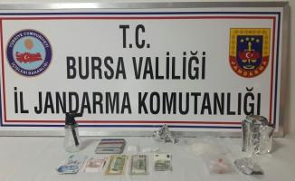 Bursa'da zehir tacirlerine şafak baskını