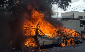 Evsizlerin kaldığı karavan alev alev yandı