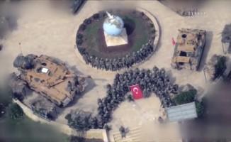 Zafer pozu veren Mehmetçik, Afrin sokaklarını Komando Andı'yla inletti