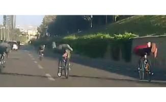 Bisikletli gençler ölüme davetiye çıkardı