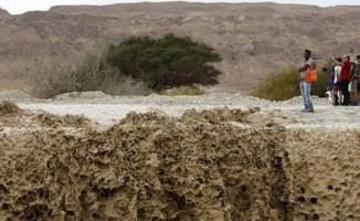İsrailli askerler sele kapıldılar!