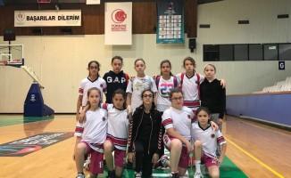 Bursa'da minik basketbolcular sahadan çekildi