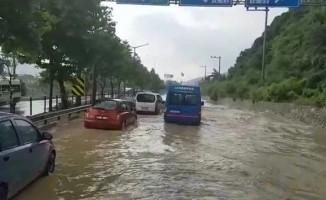 Bursa-İstanbul Karayolunu sel bastı