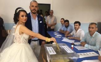 Bursa'da düğünden önce sandığa koştular