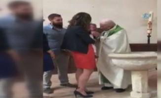 Fransa'da rahip bebeğe tokat attı