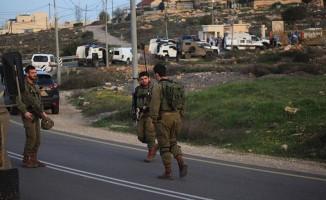 İsrail'in yaraladığı Filistinli çocuk şehit oldu