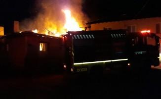 Köy evi alev alev yandı