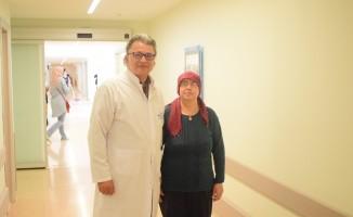 54 yaşındaki kadın 7 santimetrelik beyin tümöründen kurtuldu