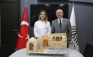 7 asırlık Kasımiye Medresesi genç şampiyonun pastasına yansıdı