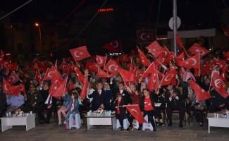 """Bozüyük'te Cumhuriyet Meydanını dolduran binlerce Bozüyüklü """"unutmadık, unutturmayacağız"""" mesajı verdi"""