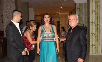 Ebru Yaşar sevilen şarkılarını seslendirdi