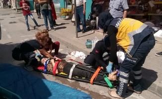 Kaldırımda yürürken düşüp başını çarpan kadın yaralandı