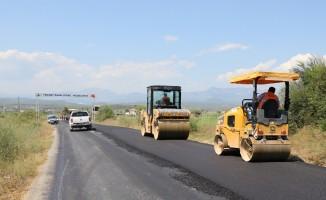 Manavgat Belediyesi'nden Yeniköy'e sıcak asfalt