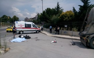 Üsküdar'da  kural ihlali yapan kamyon motosikletlinin hayatını kaybetmesine neden oldu