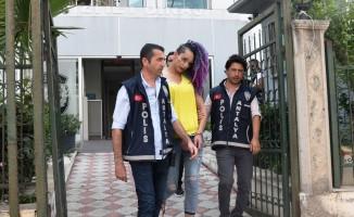 Antalya'da gencin 2. katından düştüğü evdeki travesti tutuklandı