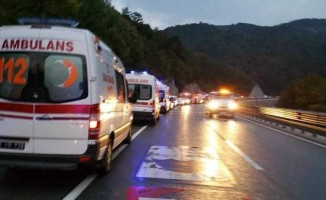 Bozüyük Belediyesi'nden mahsur kalan yolculara kek ve meyve suyu ikramı