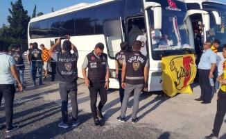Göztepe taraftarları polis eşliğinde stada gönderildi