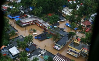 Hindistan'da muson faciasında 300 kişi öldü
