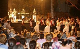 Karşıyaka Balkan ezgileriyle şenlendi