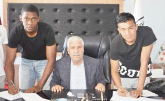 Kolombiyalı futbolcularla resmi sözleşme imzalandı