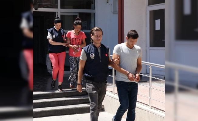 Mersin'de araç içinde fuhşa polis baskını