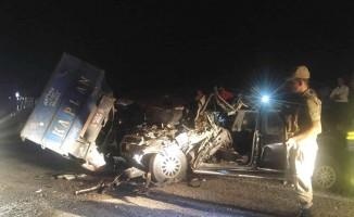 Traktör ile kamyonet çarpıştı