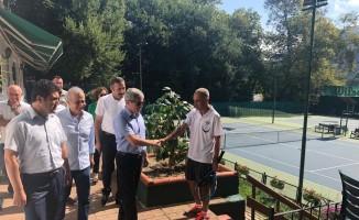 Vali Çınar, Tenis kortunda incelemelerde bulundu