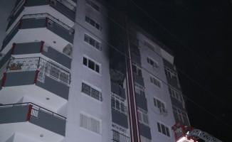 Yangında mahsur kalan anne ve çocukları kurtarıldı