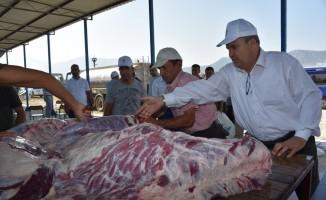 Yunusemre'den 3 bin ihtiyaç sahibine kurban eti