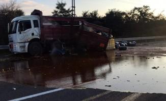 Asit yüklü kamyon ile tır çarpıştı: 1 yaralı