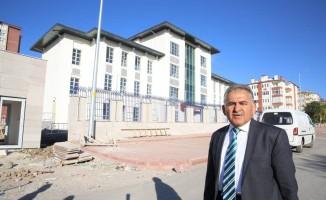Başkan Memduh Büyükkılıç, Gesi Fatih Mahallesindeki Emniyet Binasını Gezdi