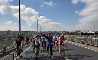 Belediye başkanı bisikletle 3 saatte 50 kilometre yol yaptı