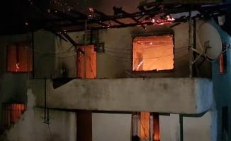 Erbaa'da 2 katlı evde çıkan yangın korkuttu