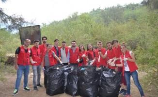 Gençlerden 'Kirletmek temizlemekten daha kolay' mesajı